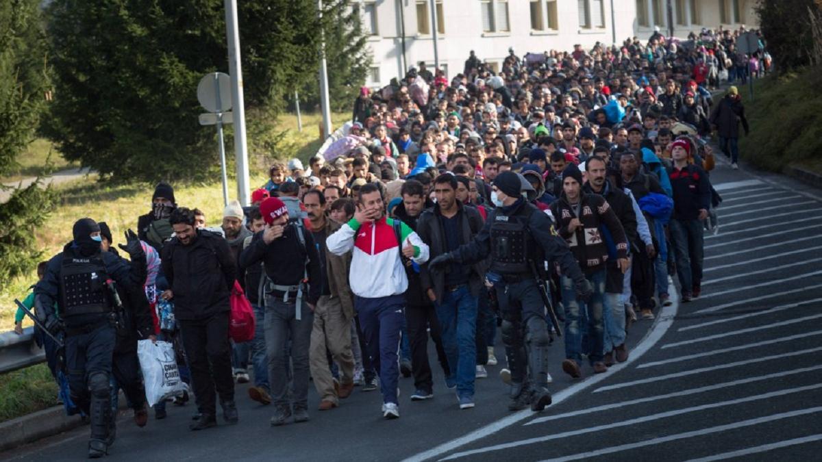 """Apropos Moria: Solidarity, Not Charity! Persönliche Erfahrungen auf der Balkanroute  """"Sommer der Migration"""" [Part1]"""
